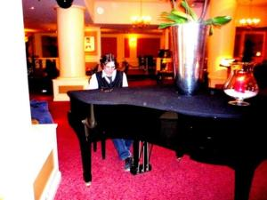 Stan Rams piano lounge