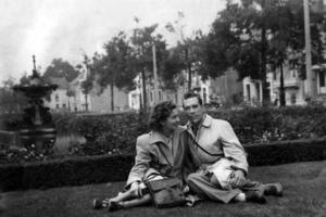 Mijn ouders in Den Haag  1951  GJJ Sijstermans ^ CGA Rams