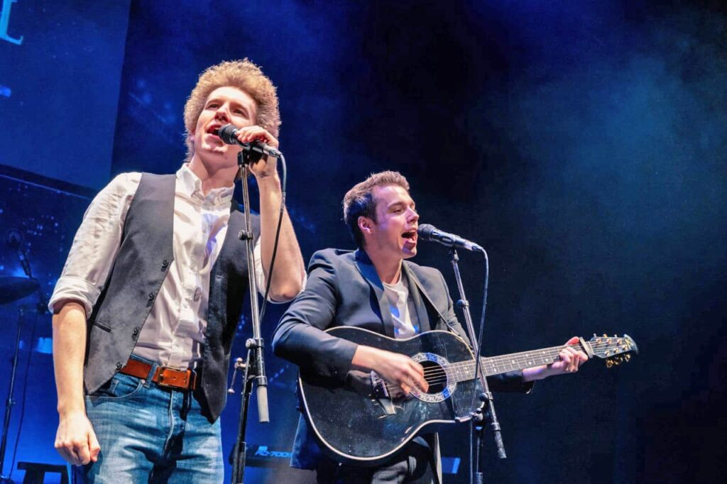 Simon & Garfunkel – Bridge over Troubled Water (from The Concert in Central Park)